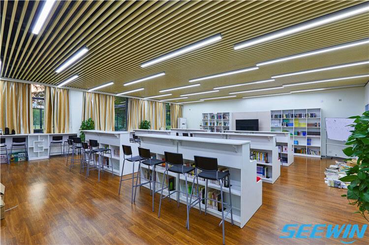 图书馆图书架