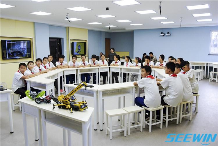 互动课桌椅