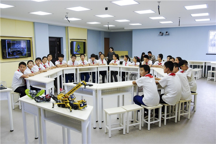 互动课桌椅-教室家具