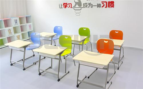 课桌椅厂家